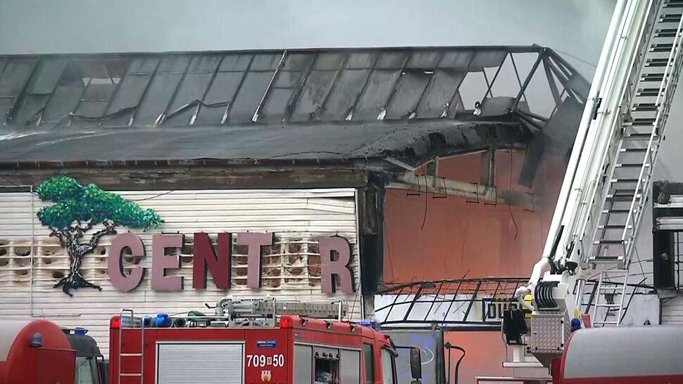 Blisko 200 strażaków gasiło pożar hali w Radomiu