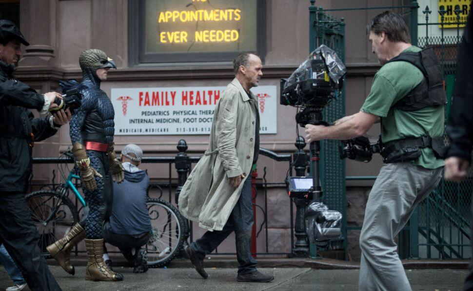 """Michael Keaton podczas kręcenia zdjęć do """"Birdmana"""""""