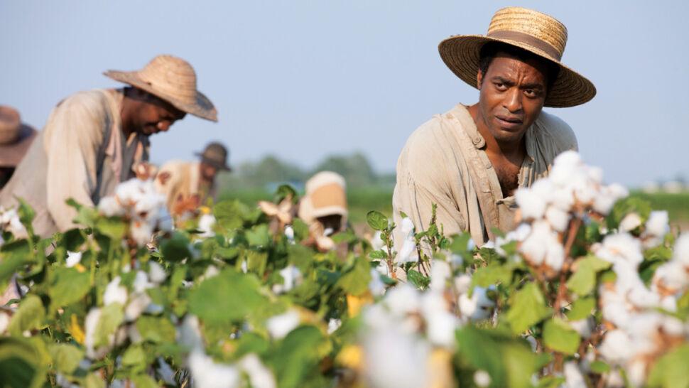 """Chiwetel Ejiofor jako Solomon Northup w filmie """"Zniewolony"""""""