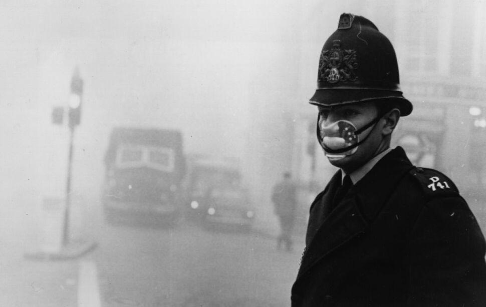 Policjanci byli niezbędni, aby ograniczać liczbę wypadków w warunkach bardzo złej widoczności. Stali na każdym większym skrzyżowaniu