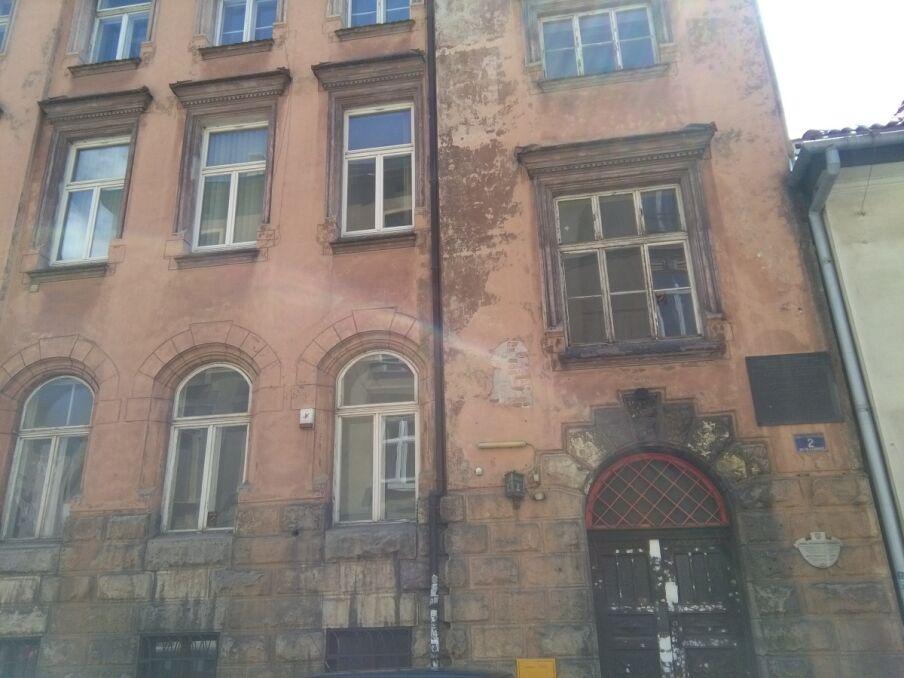 Do jednej z napaści doszło w bramie przy ul. Skawińskiej w Krakowie