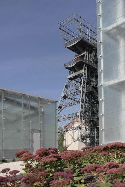 Dla zwiedzających odrestaurowano też wieżę wyciągową szybu Warszawa