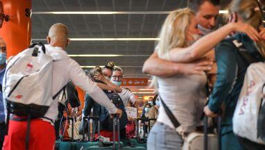 Pływaczka zawrócona z Tokio pękła na lotnisku