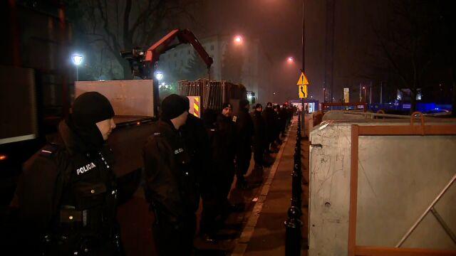 Demonstranci wyprowadzeni sprzed Sejmu
