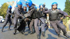 Pokojowe protesty i brutalna akcja policji