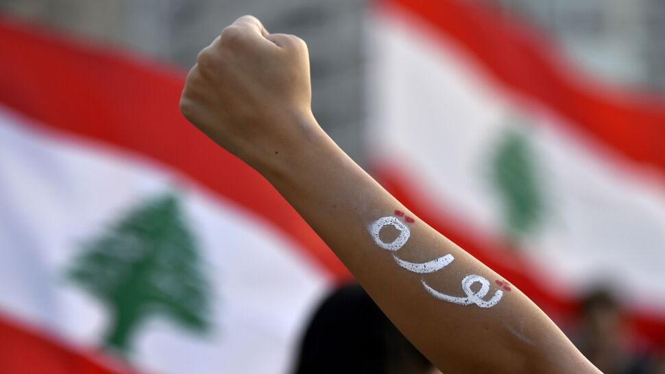 """Liban na skraju załamania. Tłumy żądają """"rewolucji"""", rząd ogłosił reformy"""