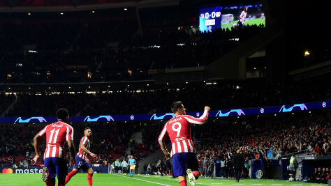 Atletico długo było bezsilne. Wygraną z Bayerem uratował rezerwowy