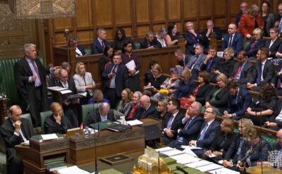 Brak rozstrzygnięcia w Izbie Gmin. Komentarz korespondenta TVN24