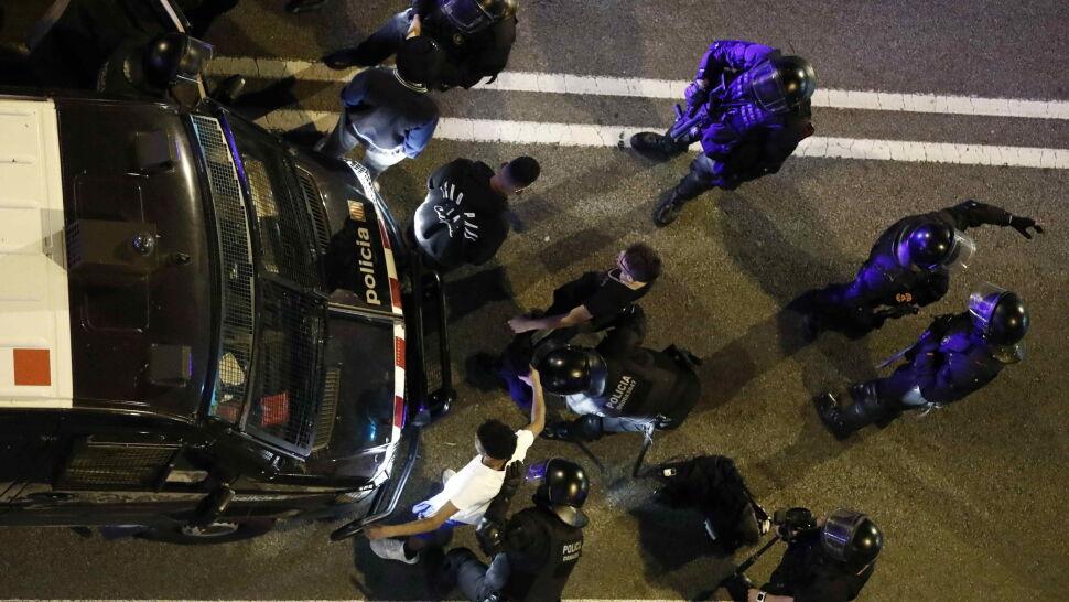 Ponad 100 osób zatrzymanych, 28 aresztowanych. Władze podsumowują zamieszki