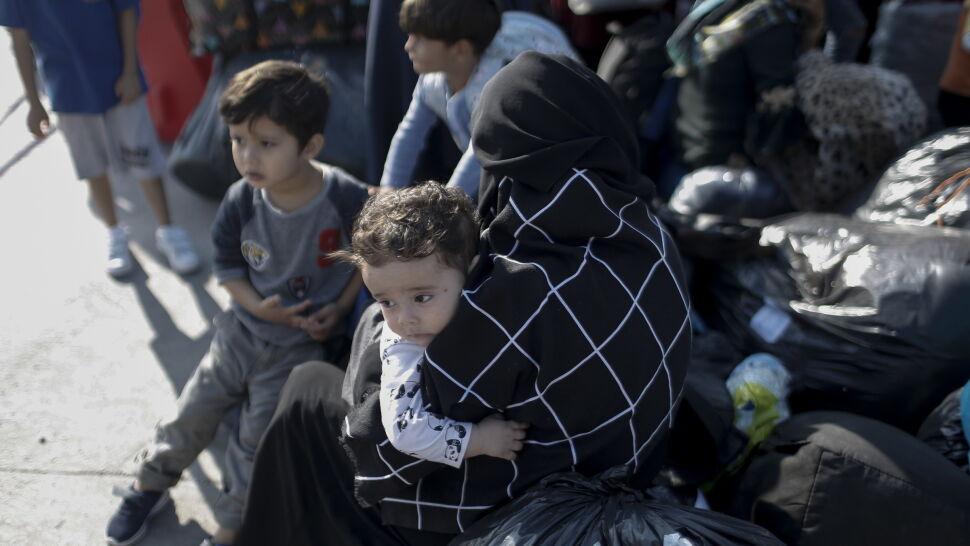 """Z Samos w pobliże Aten. Grecy przenoszą migrantów, """"by sytuacja się uspokoiła"""""""