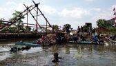 Najdłuższa w Indonezji rzeka tonie w śmieciach