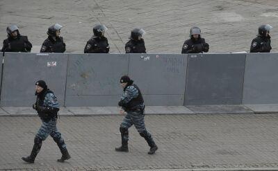 Milicja tłumaczy pobicie protestujących: Utrudniali budowę lodowiska