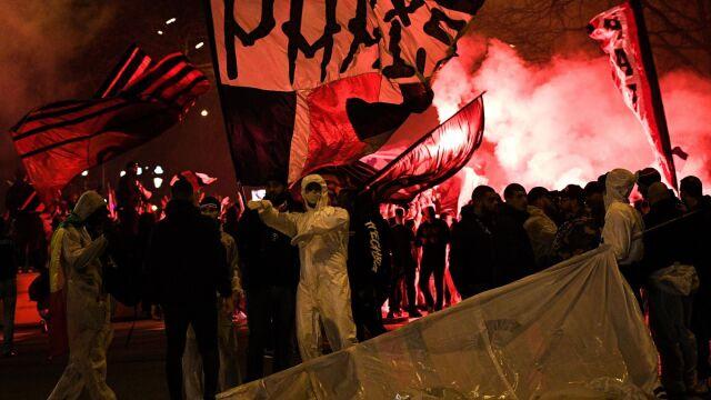 Kibice PSG zignorowali zakaz. Tłumy przed stadionem w Paryżu