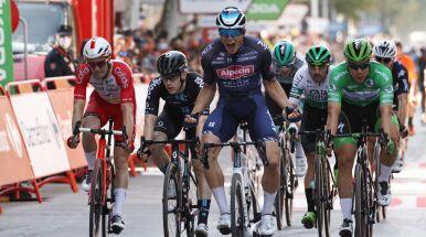 Philipsen z drugim zwycięstwem we Vuelta a Espana. Lider stracił koszulkę w wielkiej kraksie
