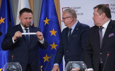 Śmiech na sali i odważny ruch Marcina Kierwińskiego. Wylosował numer listy wyborczej dla Prawa i Sprawiedliwości