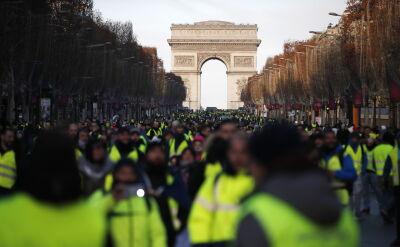 """Zmobilizowano 89 tysięcy służb, prewencyjnie aresztowano ponad 270 osób. Trwają protesty """"żółtych kamizelek"""""""