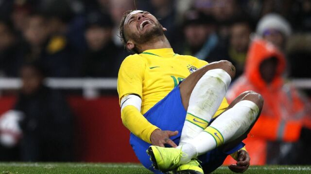 Pele o symulowaniu Neymara: bardzo trudno go bronić