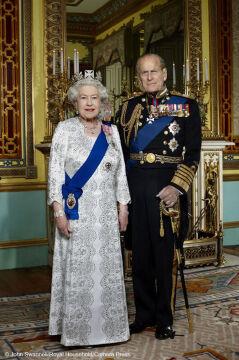Oficjalny portret Królowej Elzbiety II i Księcia Edydburga wykonany w grudniu 2011