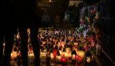 Mieszkańcy Koszalina zapalają znicze po tragicznym pożarze