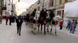 Sto koni w centrum miasta. Potem niebanalne konie mechaniczne