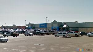 Strzały przy supermarkecie. Trzy osoby nie żyją