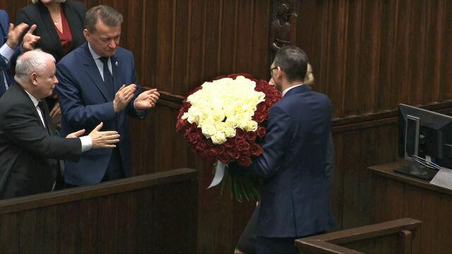 Kaczyński chciał pogratulować premierowi. Dłoń prezesa PiS zawisła w powietrzu