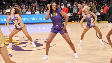 Słynna tenisistka cheerleaderką w przerwie meczu koszykówki