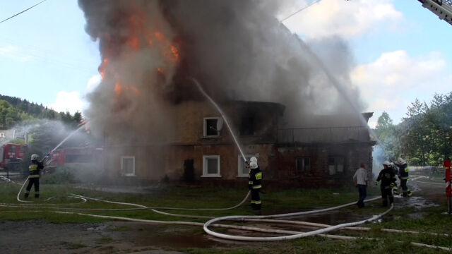 W pożarze stracili wszystko. Na nogi pomagają stanąć im sąsiedzi