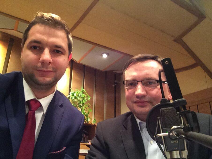 Magazyn   Patryk Jaki z prezesem Solidarnej Polski, ministrem sprawiedliwości i prokuratorem generalnym Zbigniewem Ziobro, październik 2015 r.