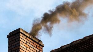 W Krakowie już nie wolno palić węglem i drewnem. Posypały się pierwsze mandaty