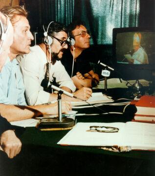 Sprawozdanie radiowe z Rzymu po wyborze Karola Wojtyły na papieża. Widoczni od lewej: ksiądz Tadeusz Kirschke, Tadeusz Nowakowski, Andrzej Krzeczunowicz, Jerzy Kaniewicz
