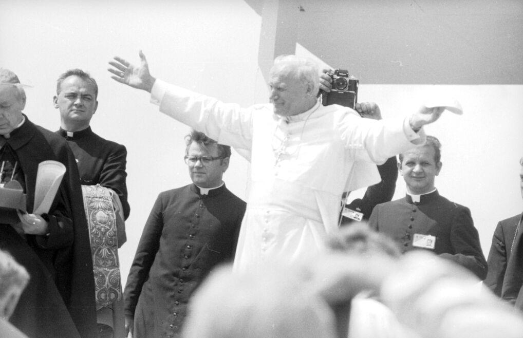 Papież Jan Paweł II w Polsce (archiwalne zdjęcia)