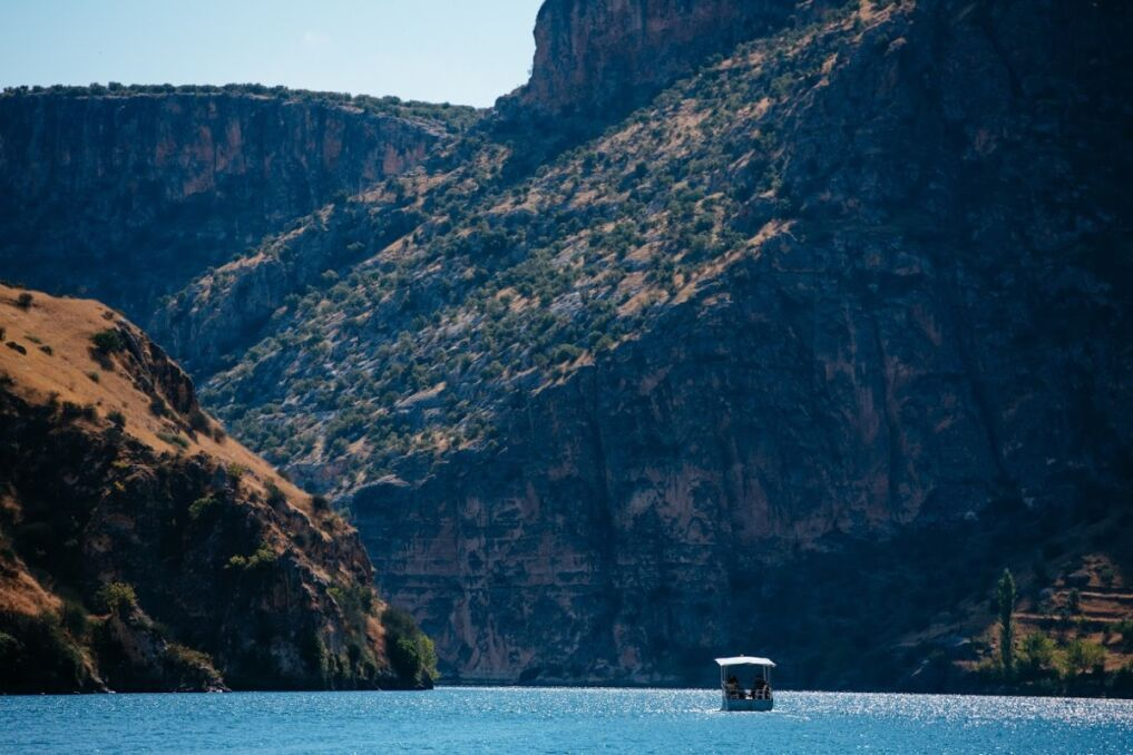 Malownicze rozlewiska rzeki Eufrat nieopodal Halfeti