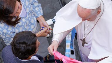 Niecodzienny prezent dla papieża Franciszka od zwycięzcy Giro d'Italia