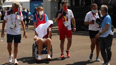 Hiszpanka zwieziona z kortu na wózku inwalidzkim. Nie zagra przeciwko Świątek i Kubotowi
