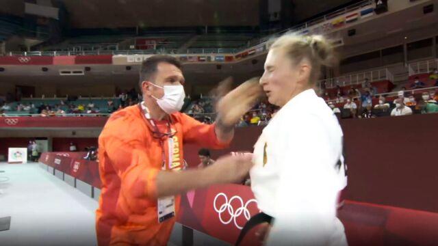 """Dostała po twarzy od trenera, teraz go broni. """"Sama to zaproponowałam"""""""