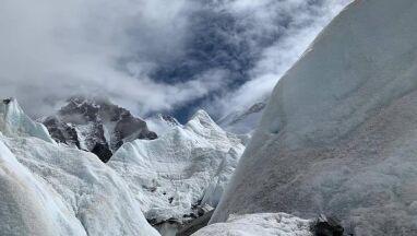 Polscy himalaiści przerwali wyprawę na Lhotse.