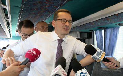Premier PiS-busem po Polsce
