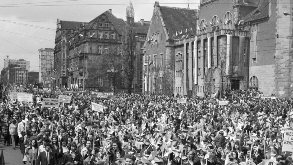 03889e8d Kolorowe pochody, propagandowe hasła, partyjni dygnitarze. Tak się święcił  1 Maja