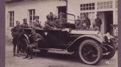 Kiedy piloci chcieli zadać szyku za kierownicę służbowego Packarda Twin Six sadzali afrykańskiego kierowcę.