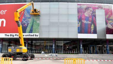Lionel Messi znika ze stadionu Camp Nou i to dosłownie