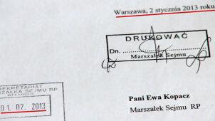 """Zaskakująca data wniosku o odwołanie Nowickiej. """"Zwykła pomyłka pisarska"""""""