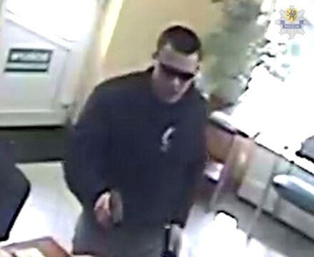 Poszukiwani sprawcy napadu na bank