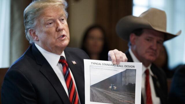 Trump na razie nie wprowadzi stanu wyjątkowego