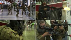 Kiedy wyszli klienci, wkroczyli żołnierze. Symulowana bitwa w centrum handlowym