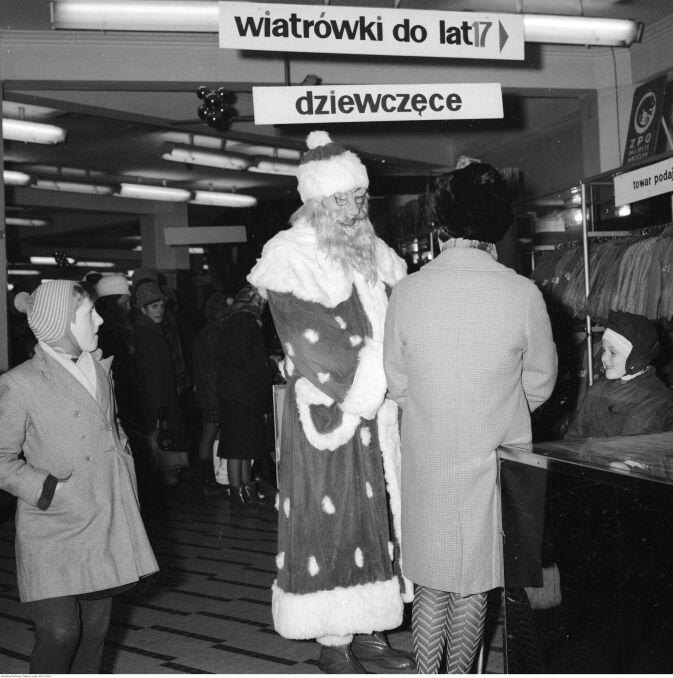 Święty Mikołaj w Centralnym Domu Towarowym w Warszawie w 1968 roku