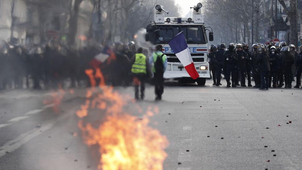 """Kolejny weekend i kolejne protesty. """"Żółte kamizelki"""" nie odpuszczają"""