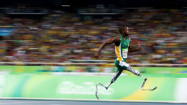 Na protezach popędziłpo znakomity wynik. Nastolatek z RPA zachwyca