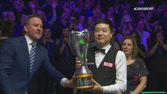Ding po raz trzeci zdobył puchar za triumf w UK Championship
