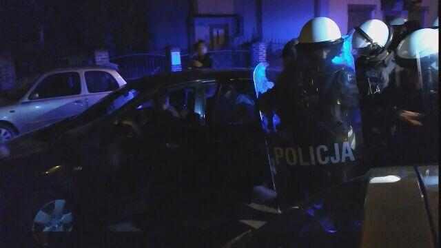 Wyprowadzenie zatrzymanego w sprawie zabójstwa 10-latki z prokuratury w Świdnicy